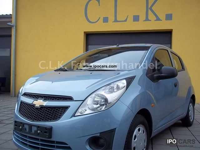 2011 Chevrolet  Spark 1.0 Plus * Climate * Power * Radio / CD * ZV * el.FH * Small Car Used vehicle photo
