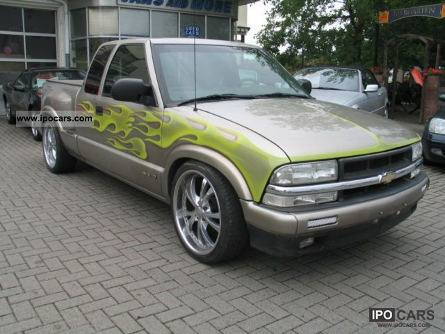 2000 Chevrolet  S-10 Extended Cab 20-inch aluminum Off-road Vehicle/Pickup Truck Used vehicle photo