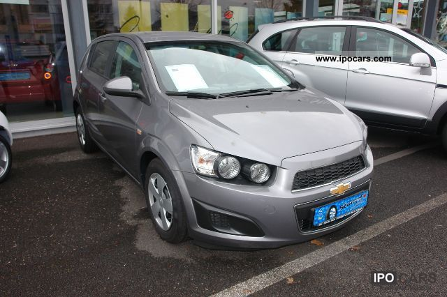 2012 Chevrolet  Aveo LT 5 door. KLIMA/ESP/MP3 Small Car Demonstration Vehicle photo