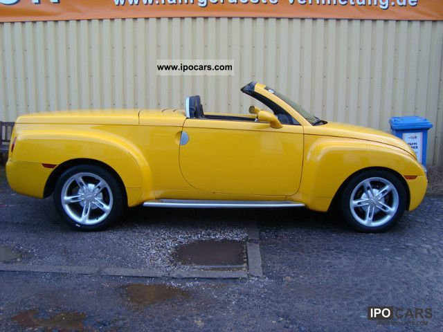 2003 Chevrolet  SSR convertible pickup in export Yellow € 17,500 Cabrio / roadster Used vehicle photo
