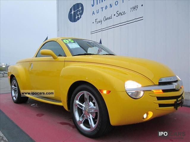 2005 Chevrolet  SSR (U.S. price) Cabrio / roadster Used vehicle 			(business photo