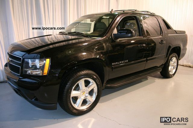 2011 chevrolet avalanche 4x4 lt1 car photo and specs. Black Bedroom Furniture Sets. Home Design Ideas