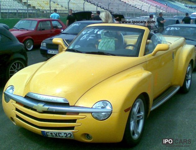 2005 Chevrolet  SSR Cabrio / roadster Used vehicle photo