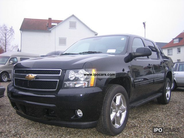 2011 chevrolet avalanche car photo and specs. Black Bedroom Furniture Sets. Home Design Ideas