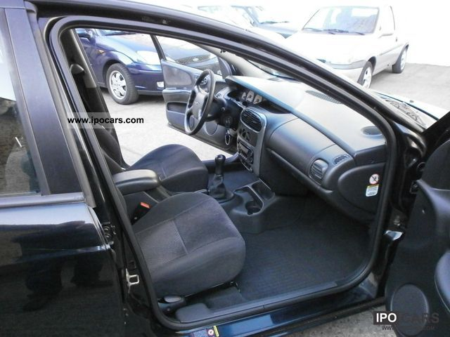 2000 Chrysler Neon SE 2.0 Limousine Used vehicle photo 4