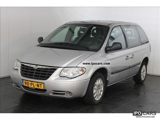 2004 Chrysler  Voyager 2.8 CRD SE Deluxe Van / Minibus Used vehicle photo