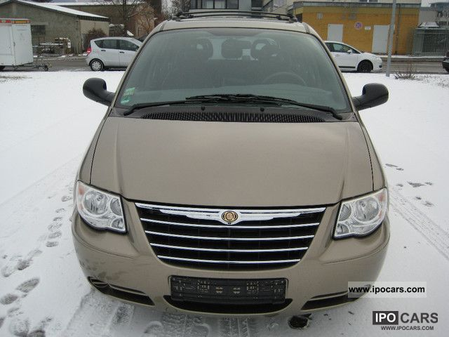 2004 Chrysler  Voyager 2.4 SE New Model! Autom. / Climate Maintained Van / Minibus Used vehicle photo