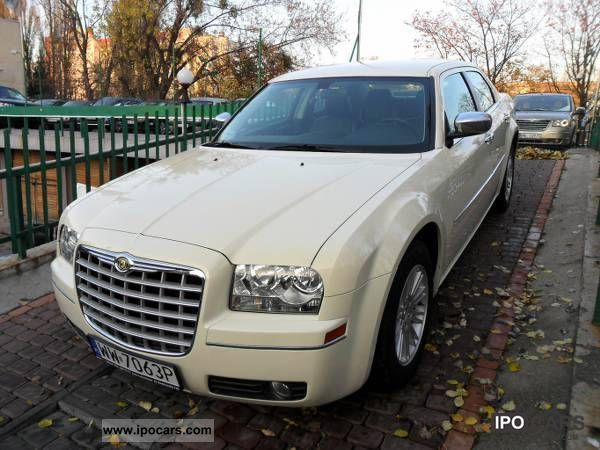 2010 Chrysler  DOOR-TO-DOOR 300C DELIVER / francais / German Limousine Used vehicle photo