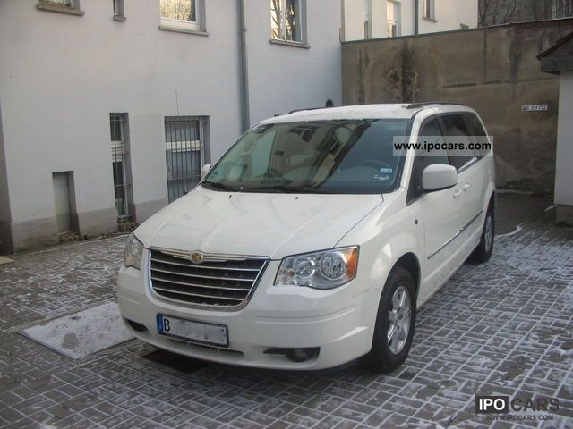 2010 Chrysler  3.8 Town & Country Auto, LPG LPG, Rückkam Van / Minibus Used vehicle photo
