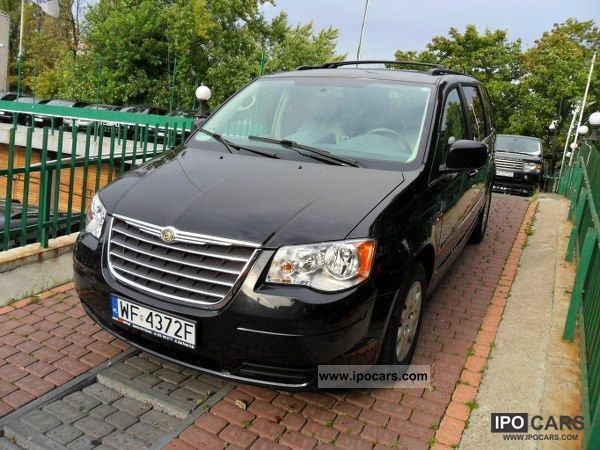2010 chrysler town country door to door deliver francais eng car photo and specs. Black Bedroom Furniture Sets. Home Design Ideas