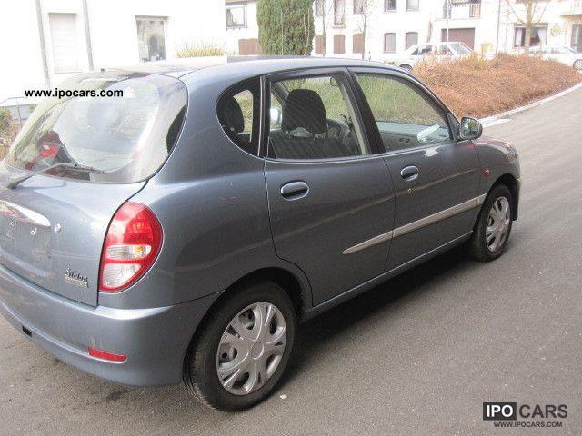 2005 Daihatsu Sirion 1.0 Small Car Used vehicle photo 2