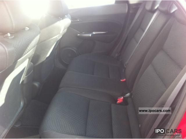 2010 Honda Civic 1.4 i-VTEC 29000km € 5 - Car Photo and Specs