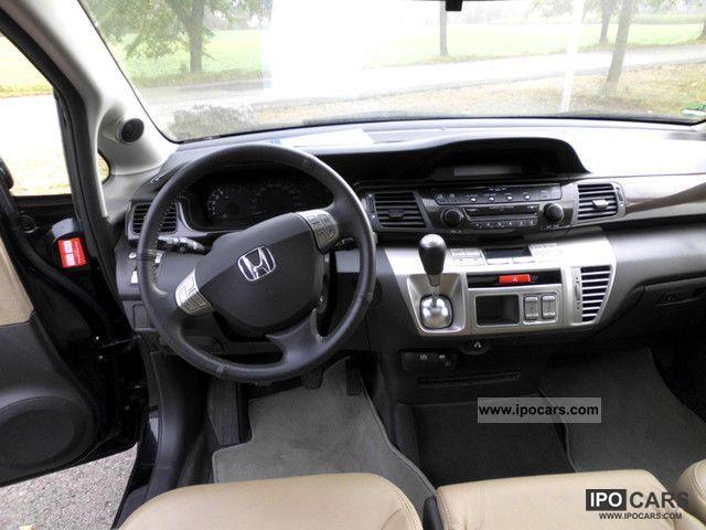 2008 Honda FR-V 1.8 Executive Leather Bi-Xenon - Car Photo and Specs