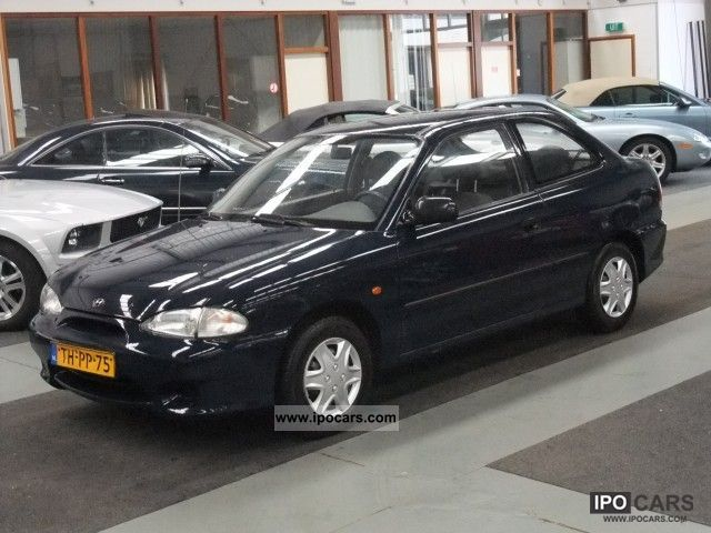 1998 Hyundai  Excel 1.3L Trekhaak GetInt-glass Small Car Used vehicle photo