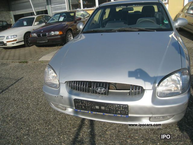 2001 Hyundai  Sonata 2.5i V6 GLS Auto Limousine Used vehicle photo