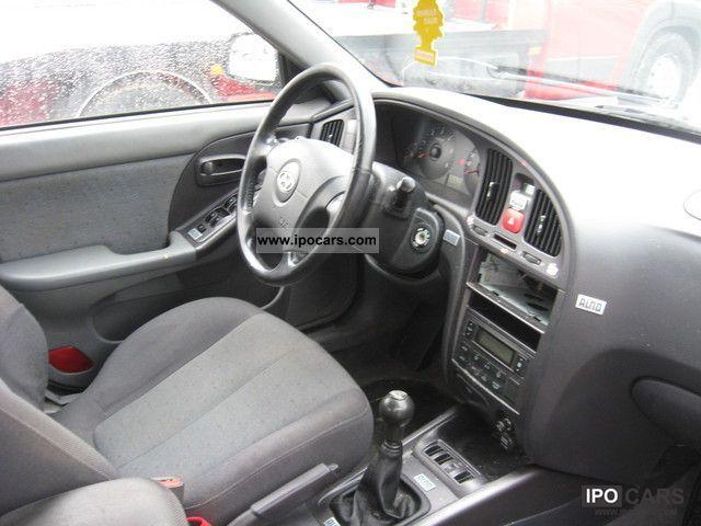 ... 2004 Hyundai Elantra 2.0 CRDi GLS Limousine Used Vehicle Photo 4