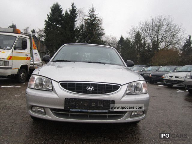 2002 Hyundai  Accent 1.5i GLS Limousine Used vehicle photo