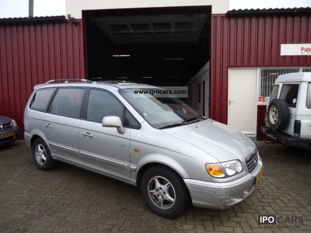 2005 Hyundai  Trajet 2.0 GLS 7 persoons Van / Minibus Used vehicle photo