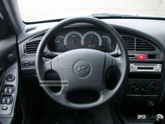 2003 Hyundai Elantra 1 6i 16v Air Nsw Radio Cd Car Photo
