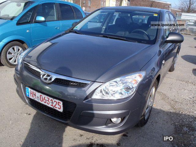 2009 Hyundai  i30 1.4 Edition Plus * Auto * Top BENZINA / / GAG Limousine Used vehicle photo