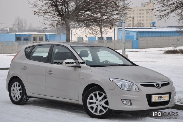 2007 hyundai i30 1 6 crdi 115 km parktronic car photo and specs. Black Bedroom Furniture Sets. Home Design Ideas