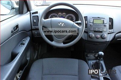 2010 Hyundai I30 1 4i 5 Door Air Radio Cd Car Photo And