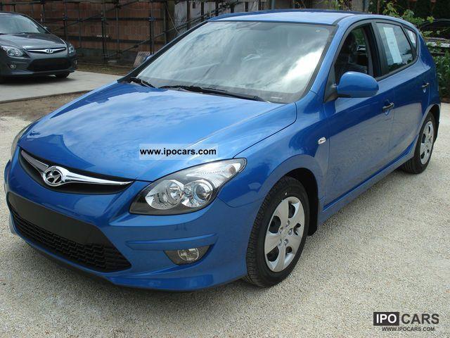 2011 Hyundai  i30 1.4 Life Limousine New vehicle photo