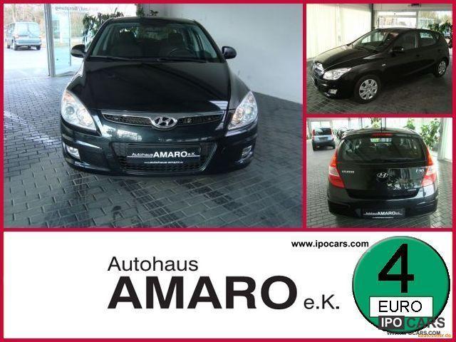 2007 Hyundai  i30 1.6 CRDi air / ZV / servo Limousine Used vehicle photo