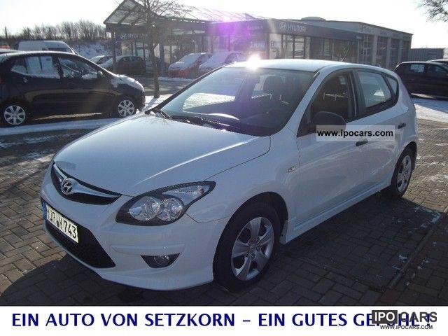 2011 Hyundai  i30 1.4 Easy Entry Limousine Used vehicle photo