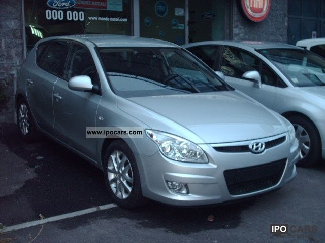 2011 Hyundai  i30 1.6 CRDI CV90 ACTIVE Limousine New vehicle photo