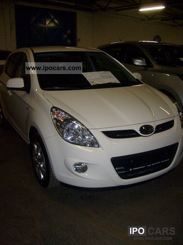2012 Hyundai  i20 1.2 Sport climate, navigation, electric windows Small Car Used vehicle photo
