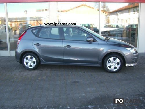 2011 Hyundai  i30 Special Edition NOW AVAILABLE Limousine New vehicle photo