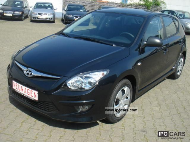 2011 Hyundai  i30 1.4 Classic - EURO 5/NEUFAHRZEUG/5 years Gar Limousine New vehicle photo