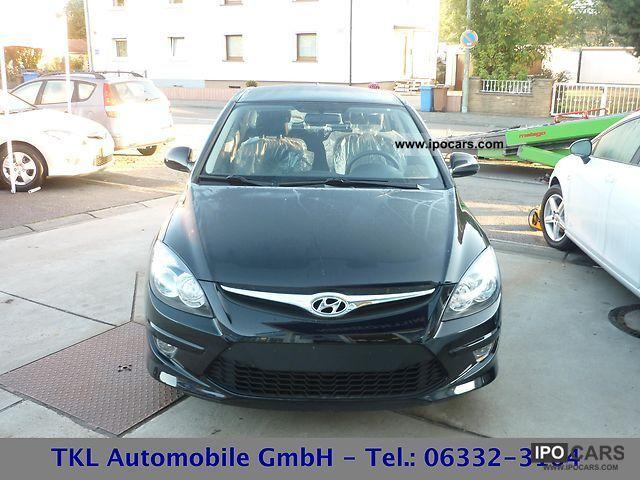 2011 Hyundai  i30 1.4 Climate ZV + Fb el.Außensp alarm. NSW Limousine New vehicle photo