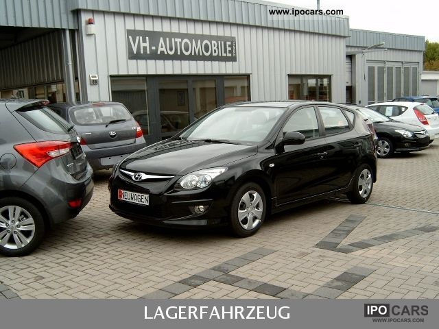 2011 Hyundai  i30 el Außensp alarm. Nebelsw climate. ZV Fernb. Limousine New vehicle photo