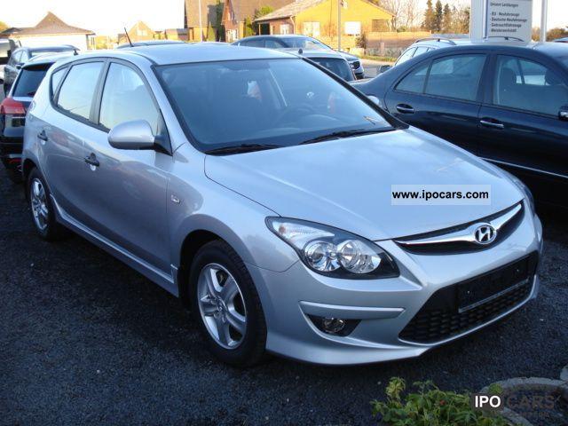 2011 Hyundai  i30 1.4 Euro5 aluminum facelift 5J Gar Lederl camp. Small Car Used vehicle photo