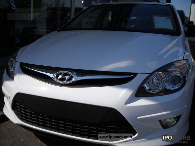 2011 Hyundai  i30 1.4 Classic \ Limousine New vehicle photo
