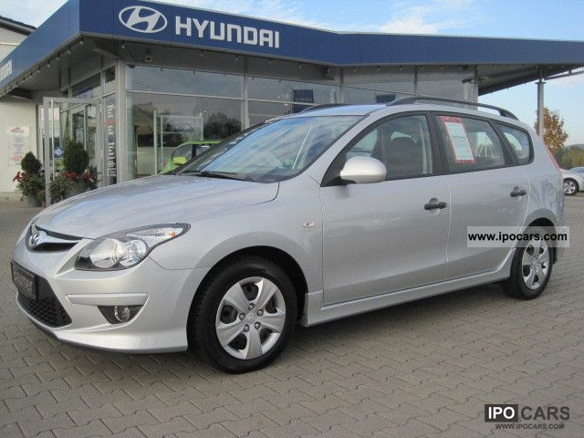 2011 Hyundai  i30 CW 1.4, Air, Central Radio, fog, Lederlenkr.el.Sp. Estate Car Used vehicle photo