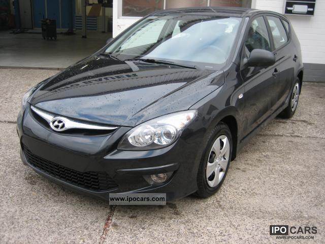 2011 Hyundai  i30 Classic 1.4, 80 kW (109 hp), switching. 5-Ga ... Limousine New vehicle photo