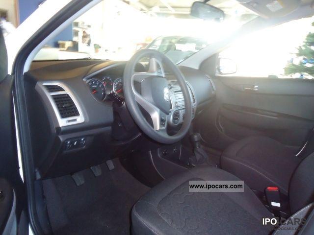 2012 Hyundai  i20 1.2, sedan FIFA World Cup EDITION Limousine Demonstration Vehicle photo