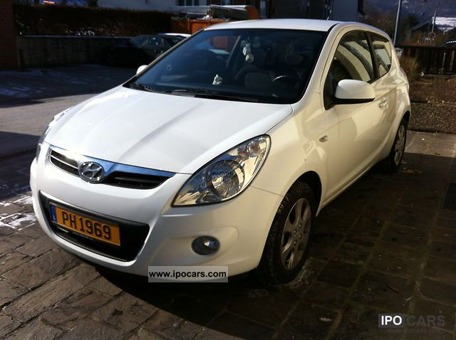 2010 Hyundai  i20 Lounge I PACK Small Car Used vehicle photo