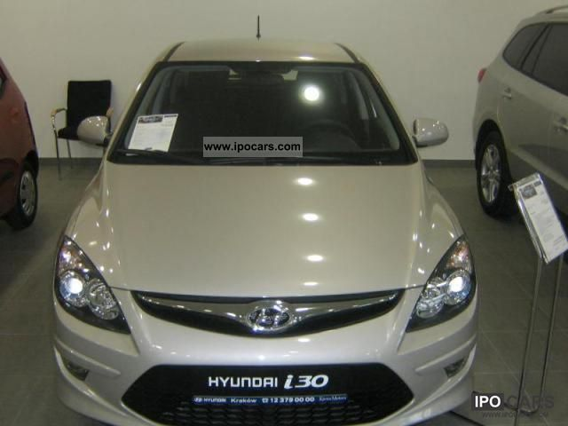 2011 Hyundai  i30 Base Plus Limousine Demonstration Vehicle photo