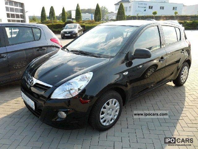 2012 Hyundai  i20 Comfort Line 1:25 Klima/CD-MP3 Limousine Used vehicle photo