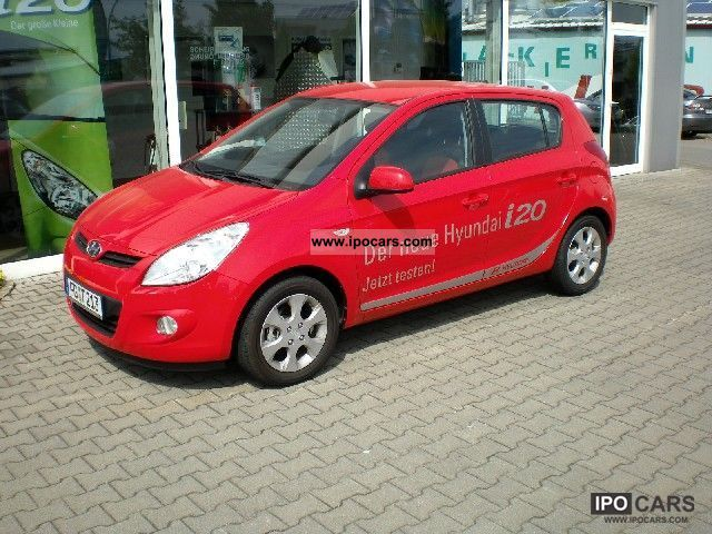 2009 Hyundai  i20 Comfort 1.4 l / rote-Ausstattung/Sitzheizung Limousine Demonstration Vehicle photo