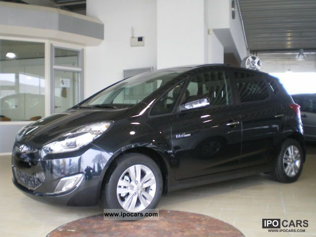 2012 Hyundai  1.4 ix20 blue leather sunroof navigation Van / Minibus Used vehicle photo