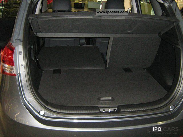 2010 Hyundai ix20 1.6i Style Small Car Demonstration Vehicle photo 1