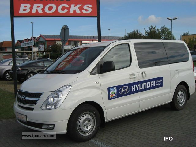 2011 hyundai h 1 travel navigation car photo and specs. Black Bedroom Furniture Sets. Home Design Ideas
