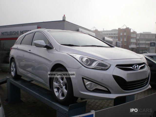 2011 Hyundai  1.7 CRDi Style + Plus Package, Navigation, SD Estate Car New vehicle photo