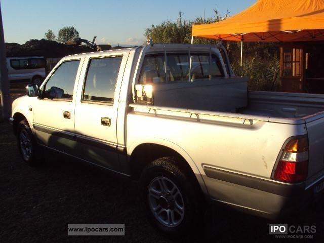 2000 Isuzu Pick Up Doppia Cabina 3 1 Td Car Photo And Specs