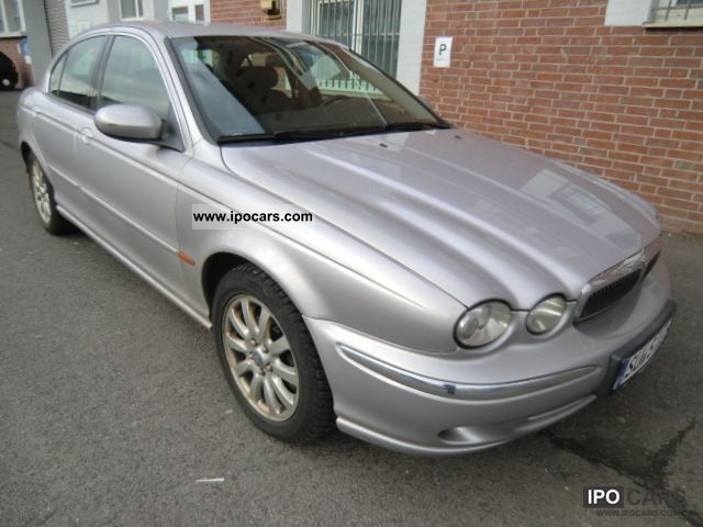2001 Jaguar X-Type 2.5 V6 4x4 Limousine Used vehicle photo 1